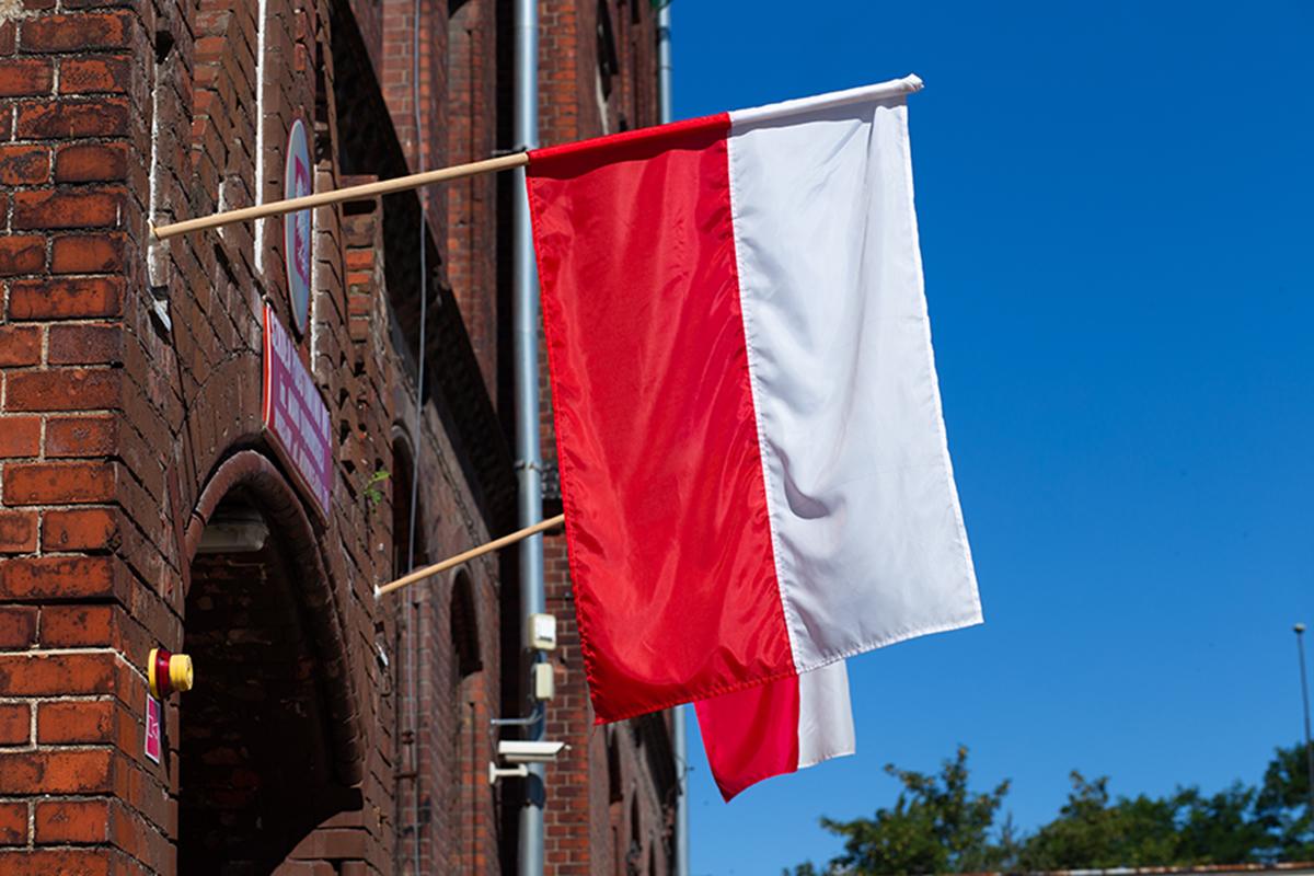 2 maja, Dzień Flagi Rzeczypospolitej Polskiej. Wywieś flagę!